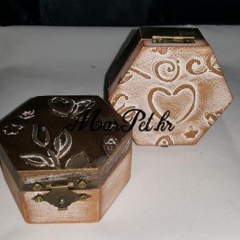 Šesterokutna kutijica